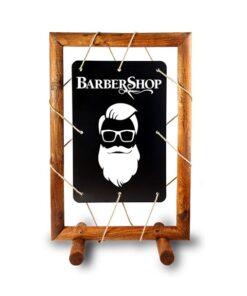 Holz Kundenstopper mit Seil und hängender Tafel, beschriftet mit Barbershop