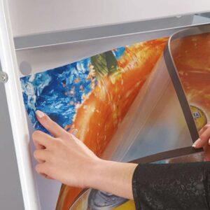 Antireflex UV-Schutzfolie mit Magnetstreifen für Plakatwerbung mit Stahlrohr Kundenstopper
