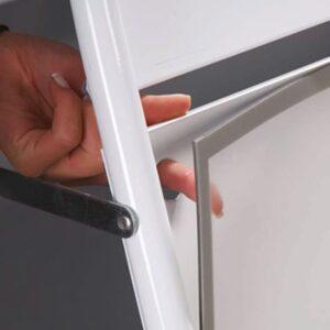Kundenstopper Antireflex UV-Schutzfolie mit Magnetstreifen für Stahlrohr Kundenstopper mit Logoschild