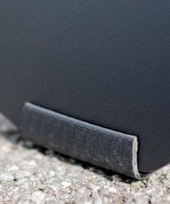 Kundenstopper Piccolo, schwarze Kreidetafel, Kundenstopper für Bars, Detailfoto der Gumifüsse