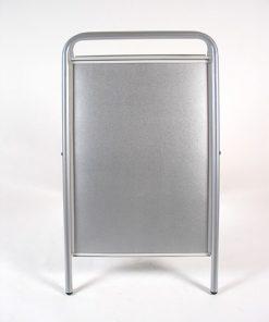 Kundenstopper aus Stahl, schwerer Strassenständer in silber für den Aussenbereich, Frontansicht