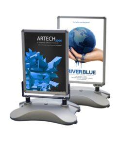 windfester kundenstopper mit wassertank, zwei formate abgebildet, weisserhintergrund