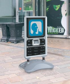 kundenstopper mit wassertank aufgestellt am point of sale