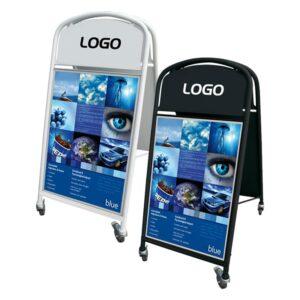 schwerer Kundenstopper aus Stahl beweglich mit Rollen und DIN A1 Plakaten in schwarz und weiss