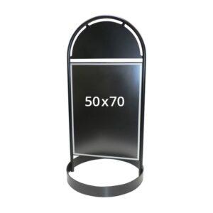 schwarzer Kundenstopper aus Stahl mit rundem Fuss im Plakatformat B2