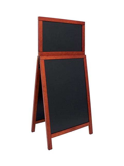 wetterfester holz kundenstopper mit topschild aufgestellt mit holzrahmen in mahagoni, schwarze kreidetafel zum beschriften mit kreidemarker