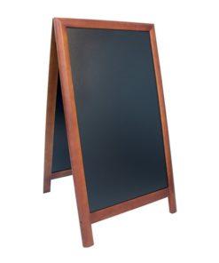 holz kundenstopper wetterfest in dunkelbraun, rundholz, schwarze kreidetafel für das beschriften mit kreide oder kreidemarkern