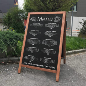 Beschrifteter Holzaufsteller Kreidetafel mit Menü