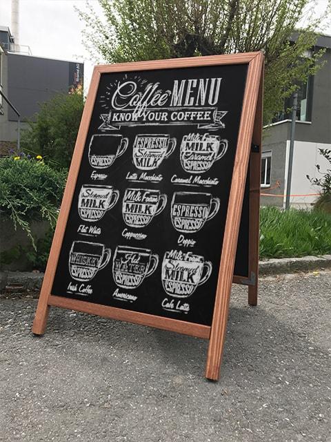 Holz Kundenstopper 100x66cm, hellbraun, wetterfest, beschriftbar mit Kreide, beschriftet mit Kaffeemotiv