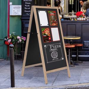 wetterfester Holz Kundenstopper Kreidetafel magnetisch positioniert auf dem Gehweg als Werbetafel für ein Restaurant