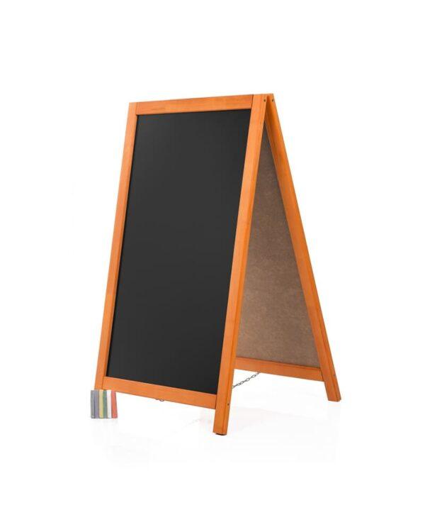 günstige Gehwegtafel aus Holz mit Kreidetafel und Mahagoni Holzrahmen für Gastronomie und Einzelhandel